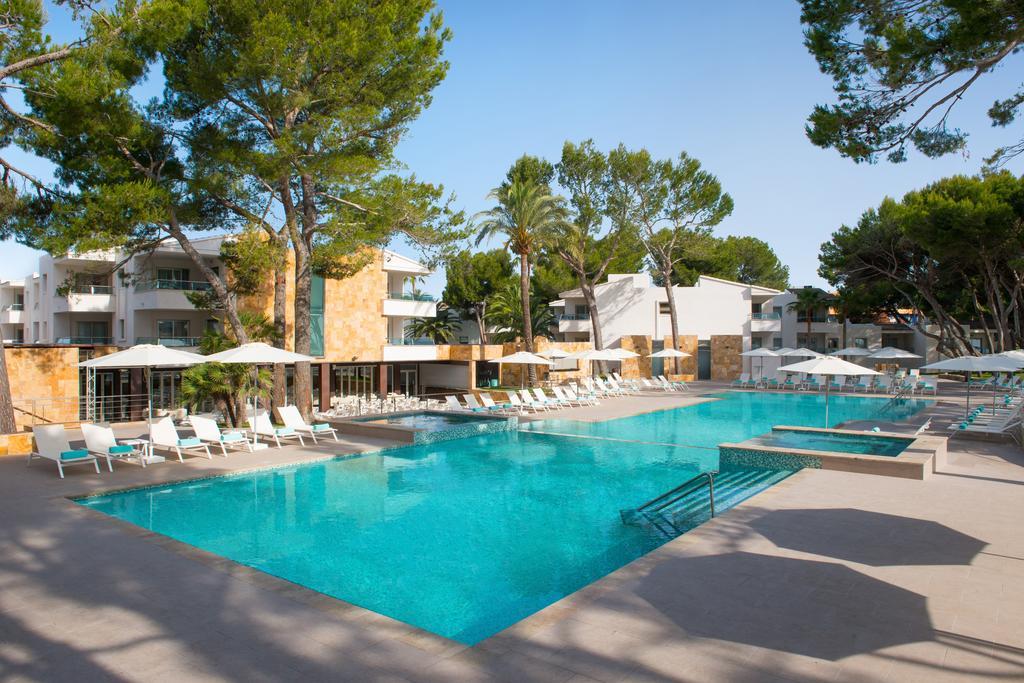Відпочинок в готелі Iberostar Playa De Muro Village
