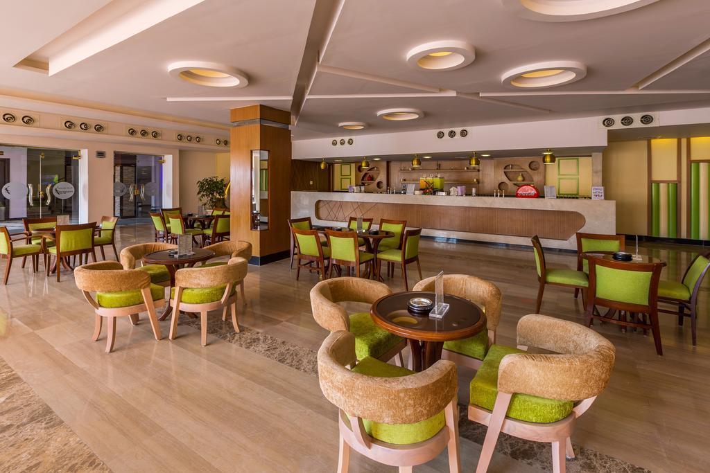 Гарячі тури в готель Beach Albatros Resort