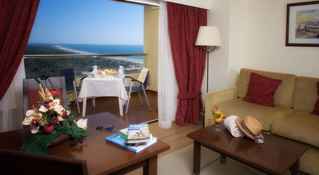 Фото готелю Yellow Monte Gordo