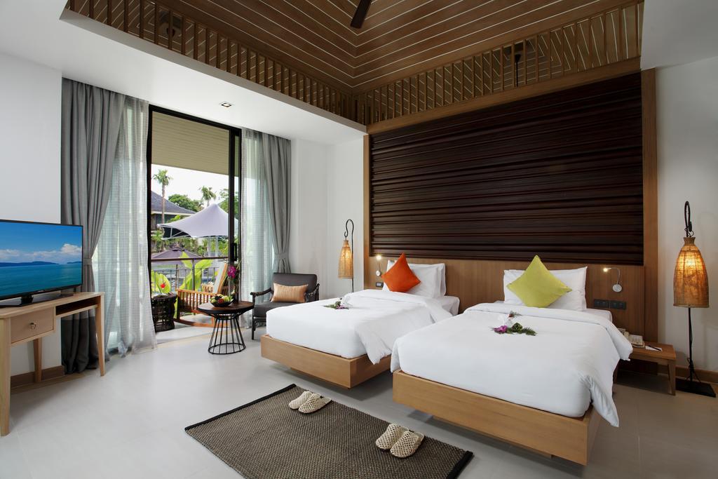 Відпочинок в готелі Mandarava Resort & Spaпляж Карон