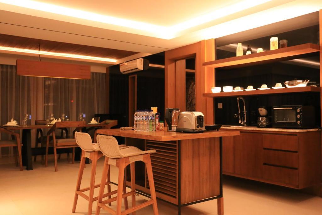 Горящие туры в отель The Crystal Luxury Bay Resort