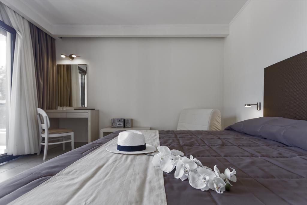 Lagomandra Beach Hotel, Сітонія ціни
