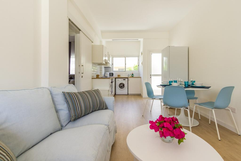 Отдых в отеле Larnaca Golden Beach Apts