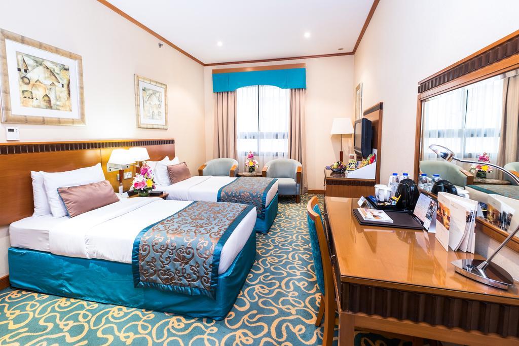 Фото готелю Golden Tulip Al Barsha