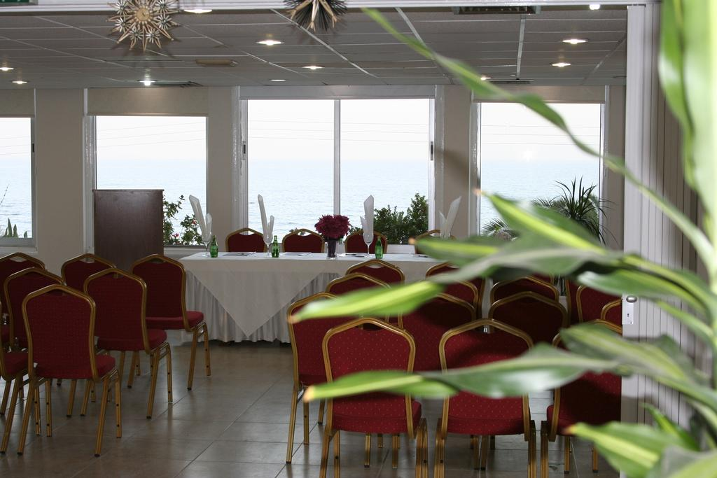 Туры в отель Mackenzie Beach Hotel & Ларнака
