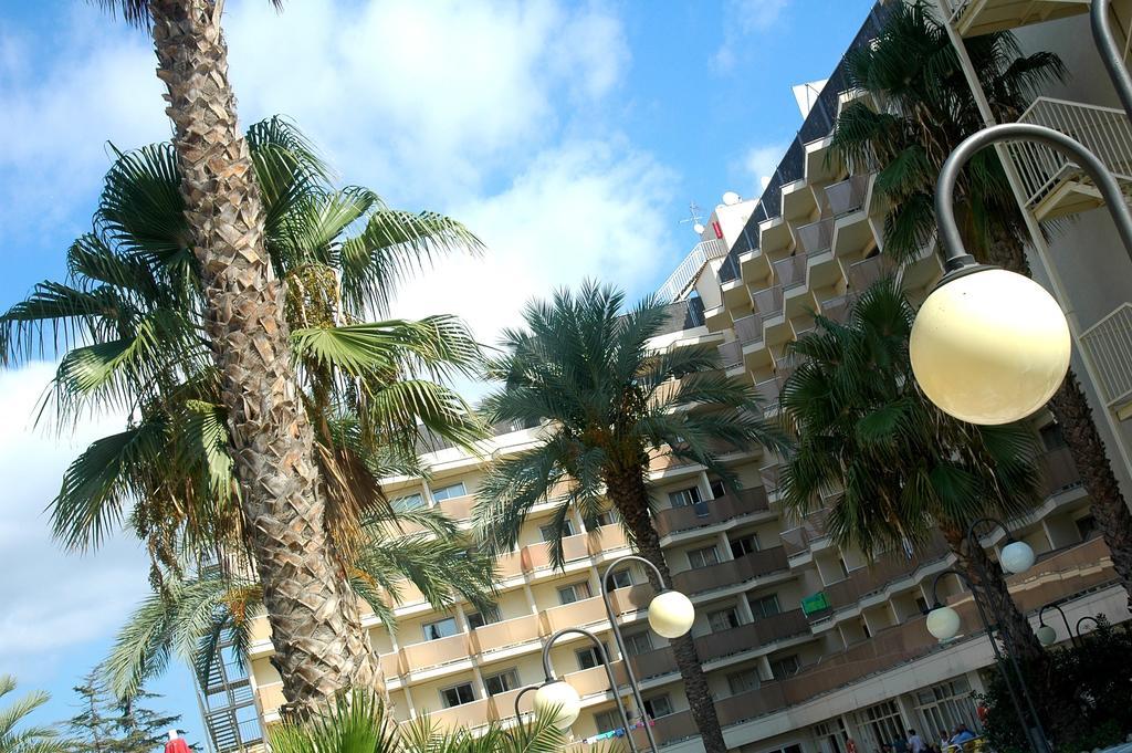 Отель, H.top Royal Beach