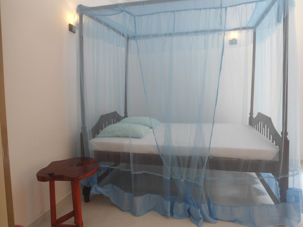 Фото отеля Sea Breeze Guest House