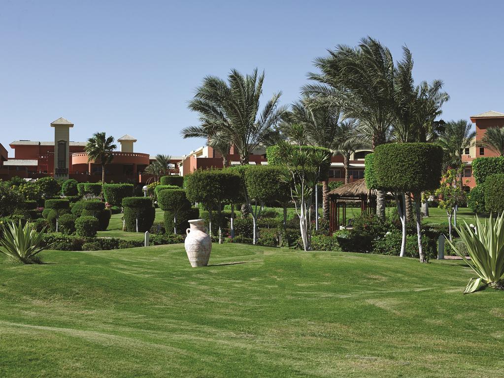 Тури в готель Coral Sea Holiday Resort
