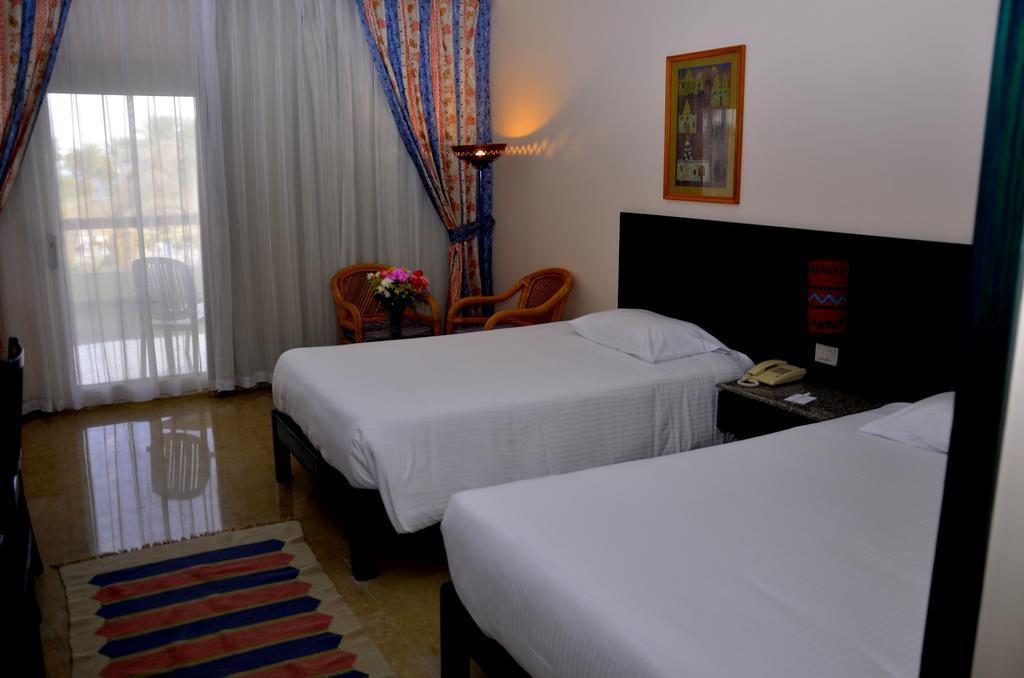 Отзывы гостей отеля Palm Beach Resort