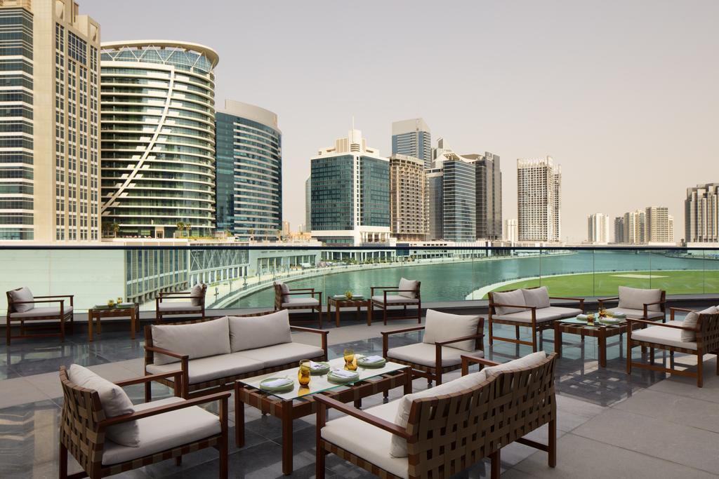 Radisson Blu Hotel Dubai Waterfront, питание