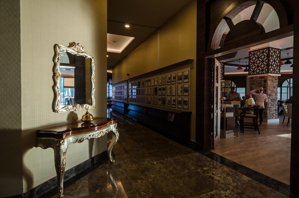 Ціни в готелі The Lumos Deluxe Resort & Spa