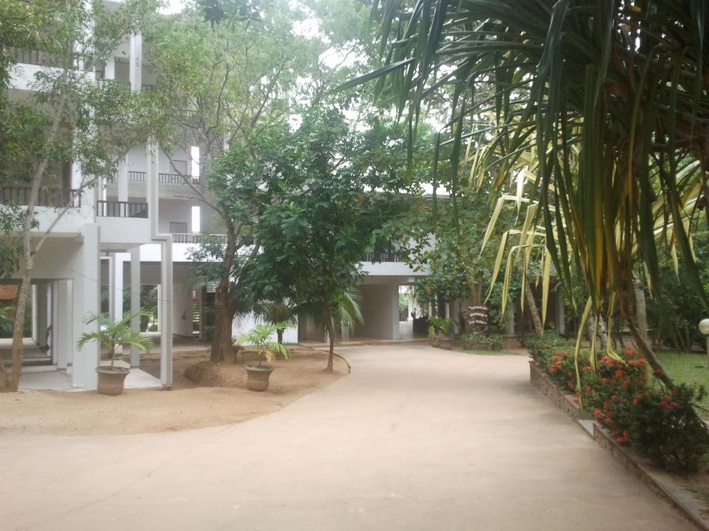 Lagoon Paradise Beach Resort, Тангалле
