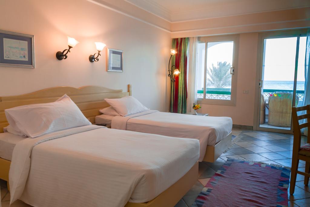 Відгуки про готелі Coral Beach Resort Tiran