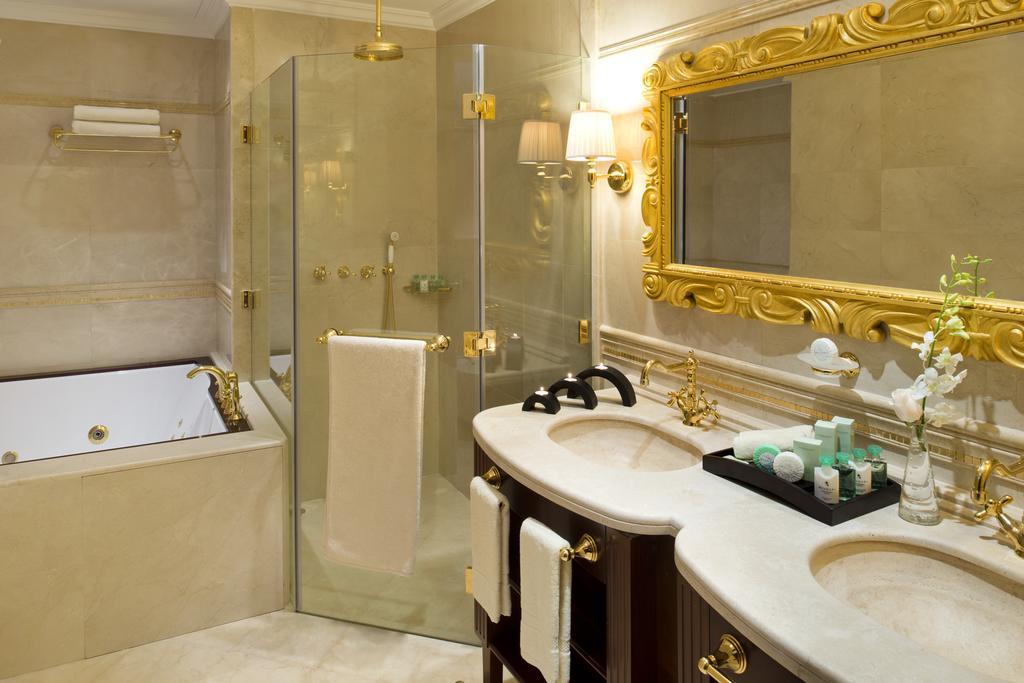 Відгуки про готелі Warwick Doha