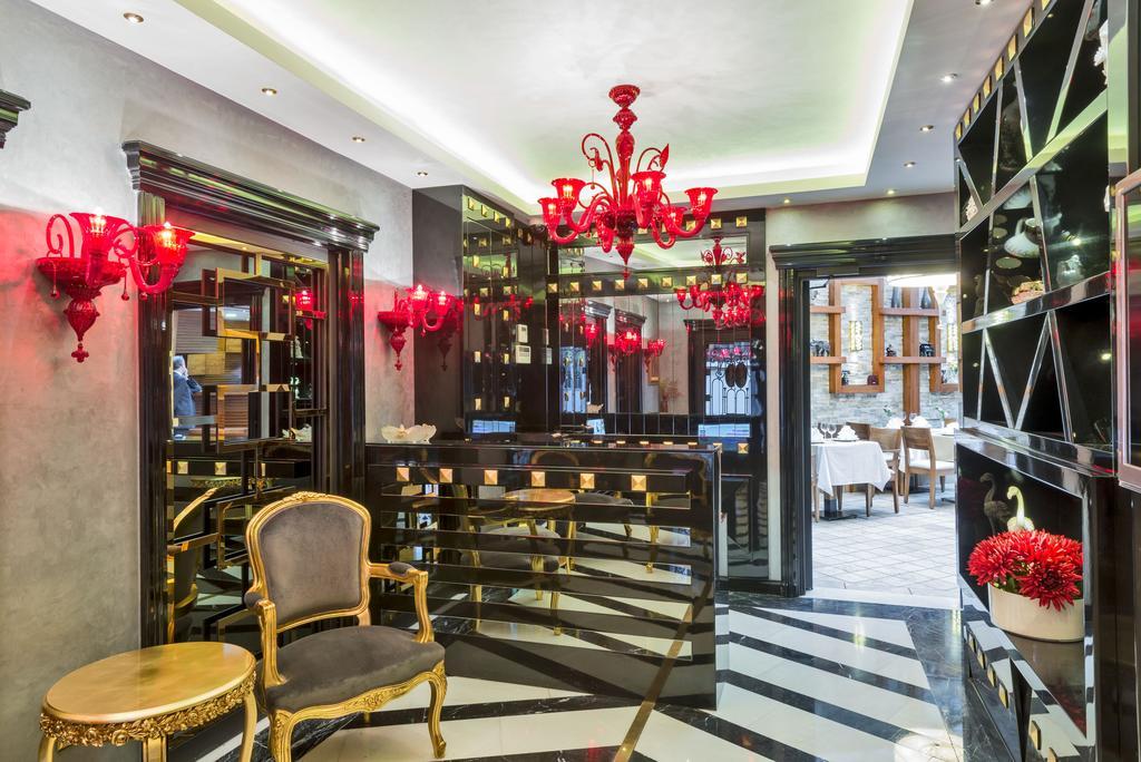 The Million Stone Hotel, фотографии туристов