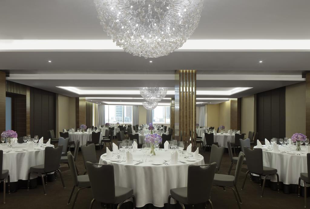 Radisson Blu Hotel Dubai Waterfront цена