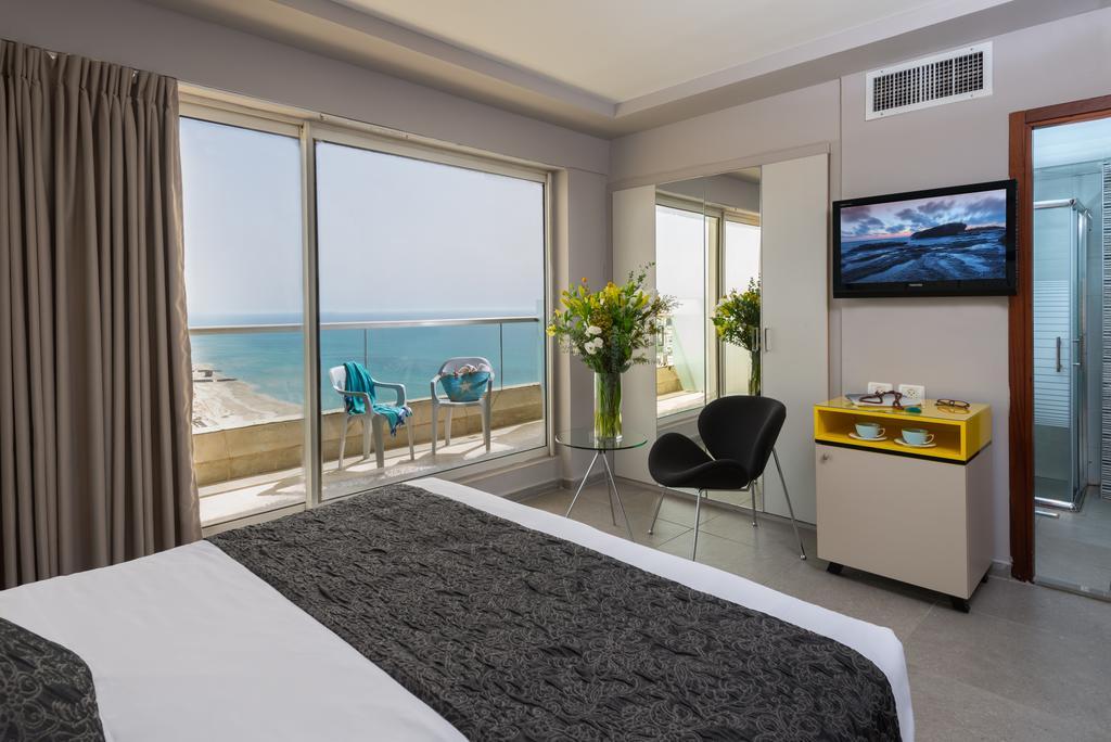Фото отеля Leonardo Suite Tel Aviv-Bat Yam