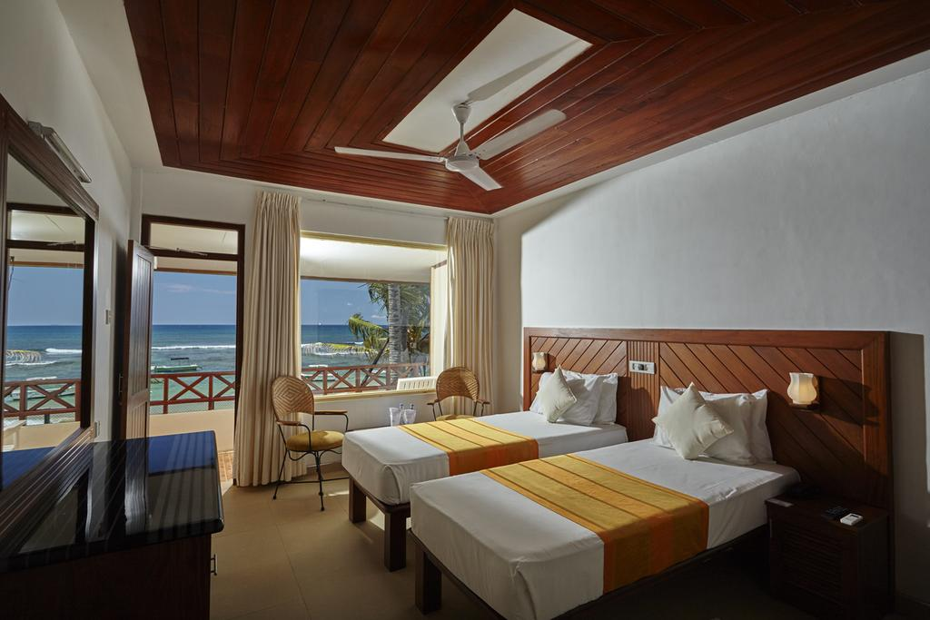 Горящие туры в отель Coral Sands Хиккадува