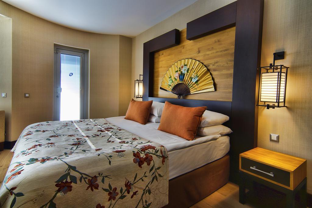Відгуки туристів Limak Lara De Luxe Hotel & Resort
