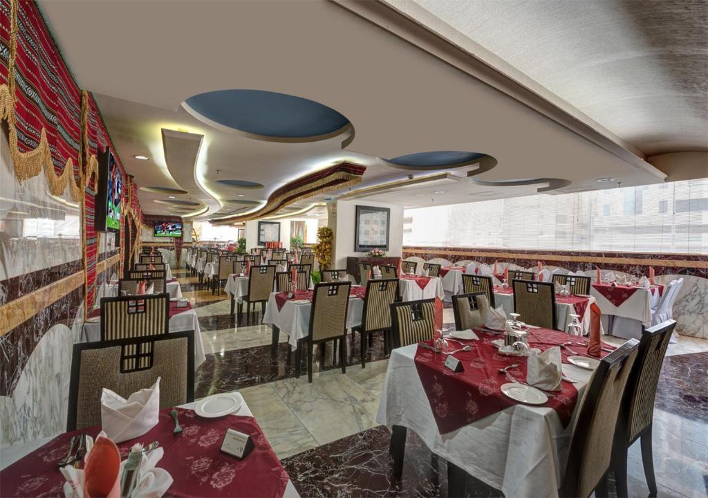 Цены в отеле Sharjah Palace Hotel