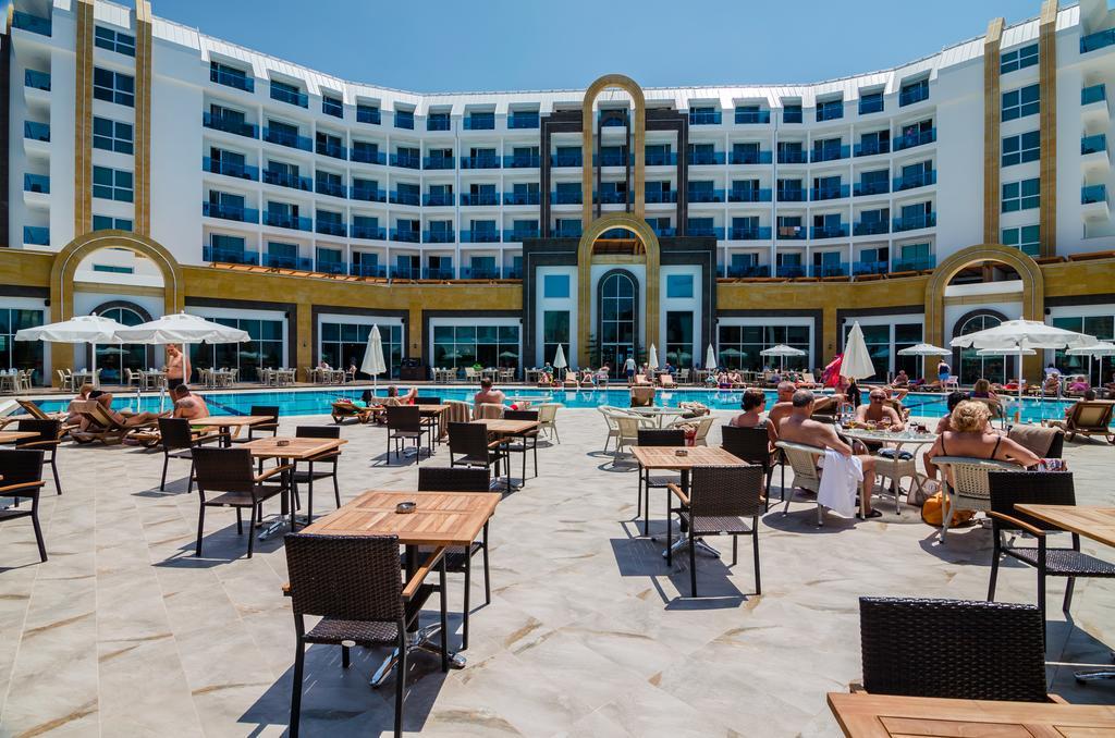 The Lumos Deluxe Resort & Spa фото туристів