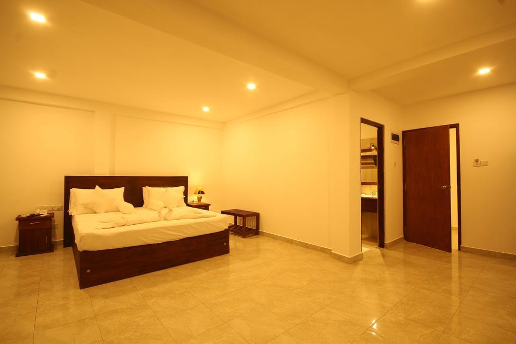 Отдых в отеле Rock Fort Beach Resort Унаватуна