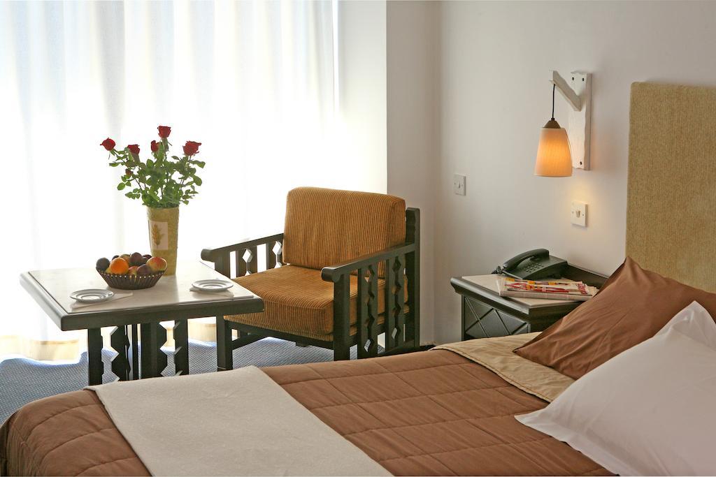 Туры в отель Navarria Hotel Лимассол Кипр