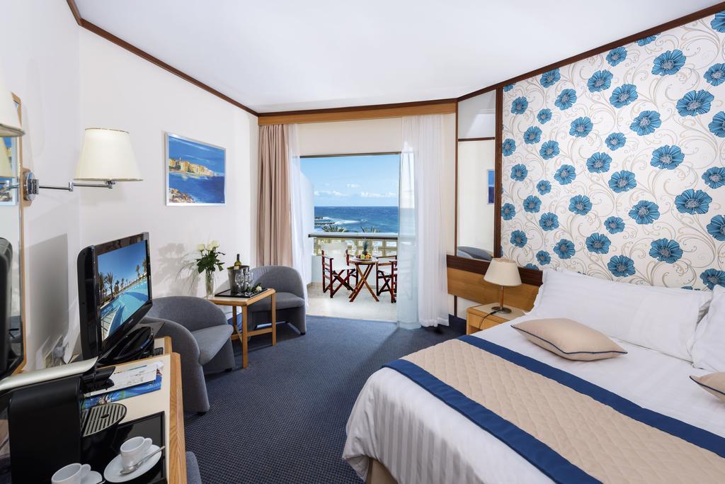 Цены в отеле Constantinou Bros Athena Royal Beach Hotel