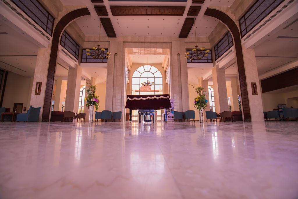 Горящие туры в отель Royal Lagoons Resort