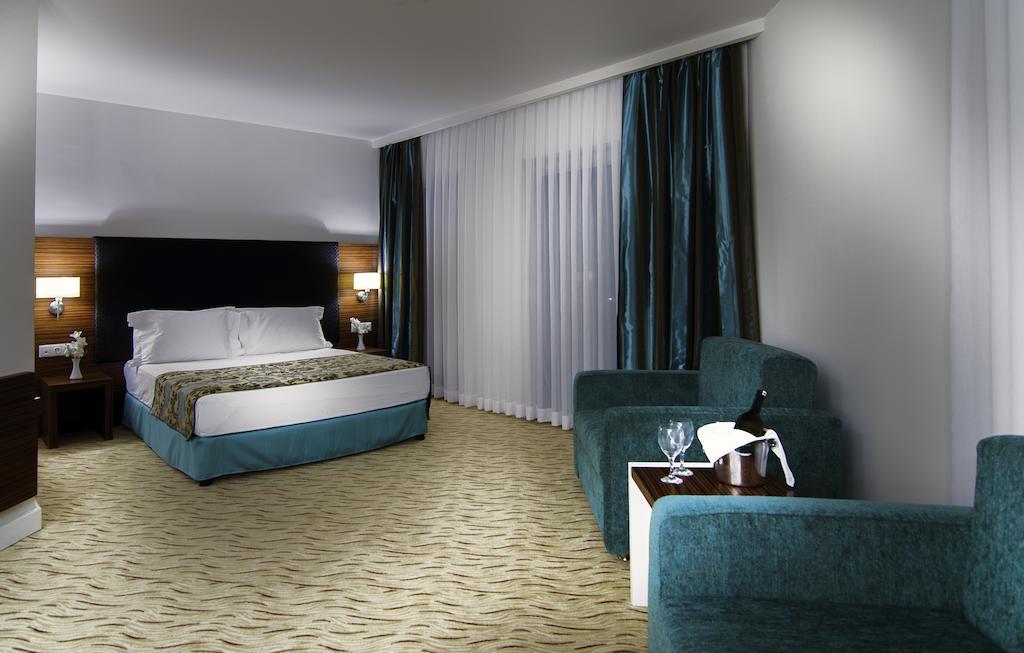 Отдых в отеле Palm Wings Beach Resort & Spa Кушадасы