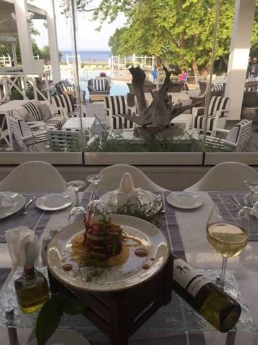 Litohoro Olympus Resort Villas  & Spa фото туристів