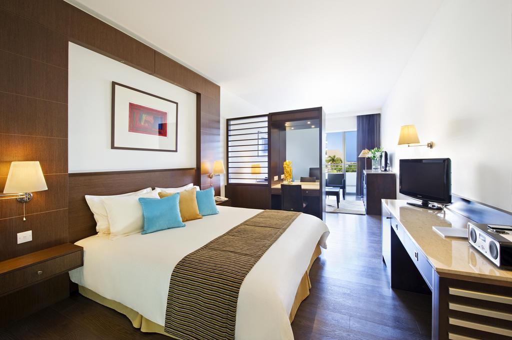 Отдых в отеле Mediterranean Beach Hotel Лимассол