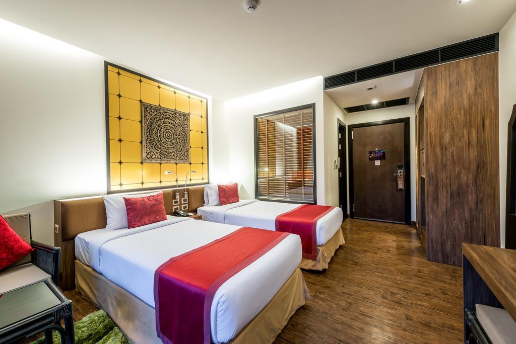 Відпочинок в готелі The Beach Heights ResortПхукет