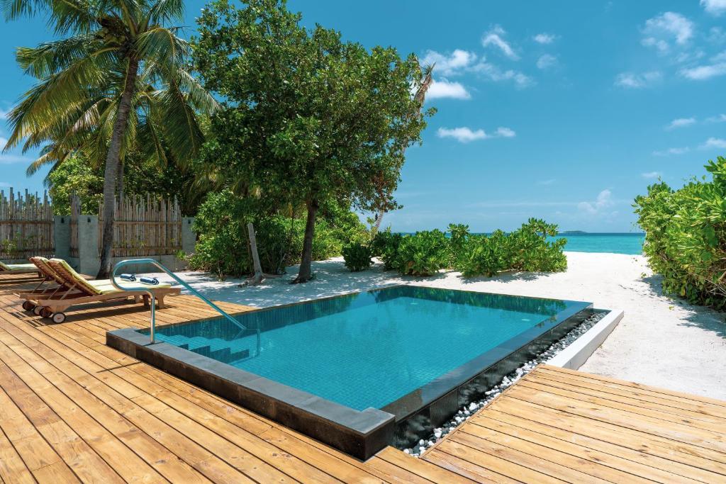 Відпочинок в готелі Furaveri Island Resort