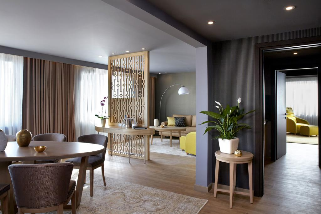 Цены в отеле Wyndham Grand Athens