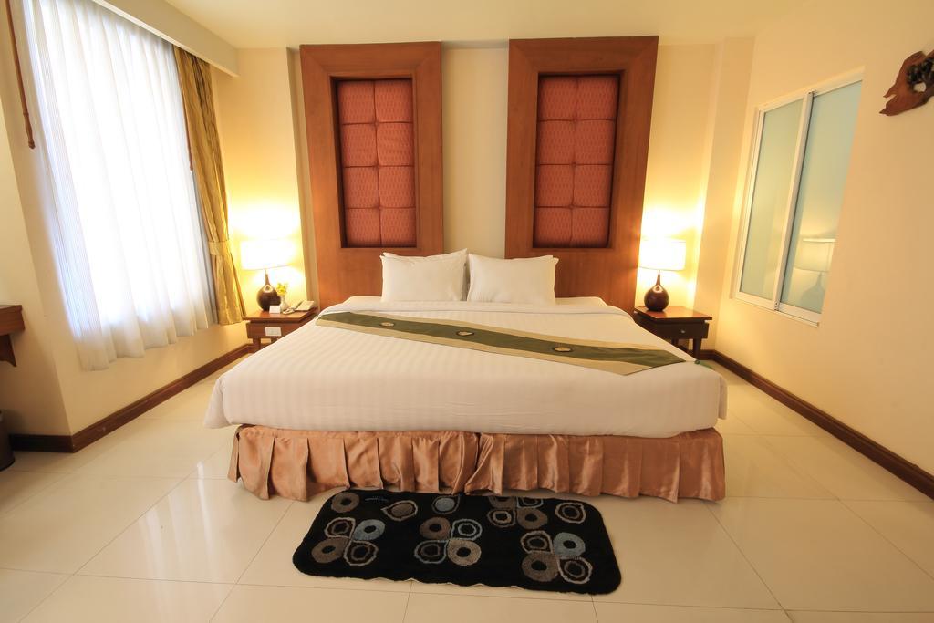 Фото отеля Aiyara Palace Hotel