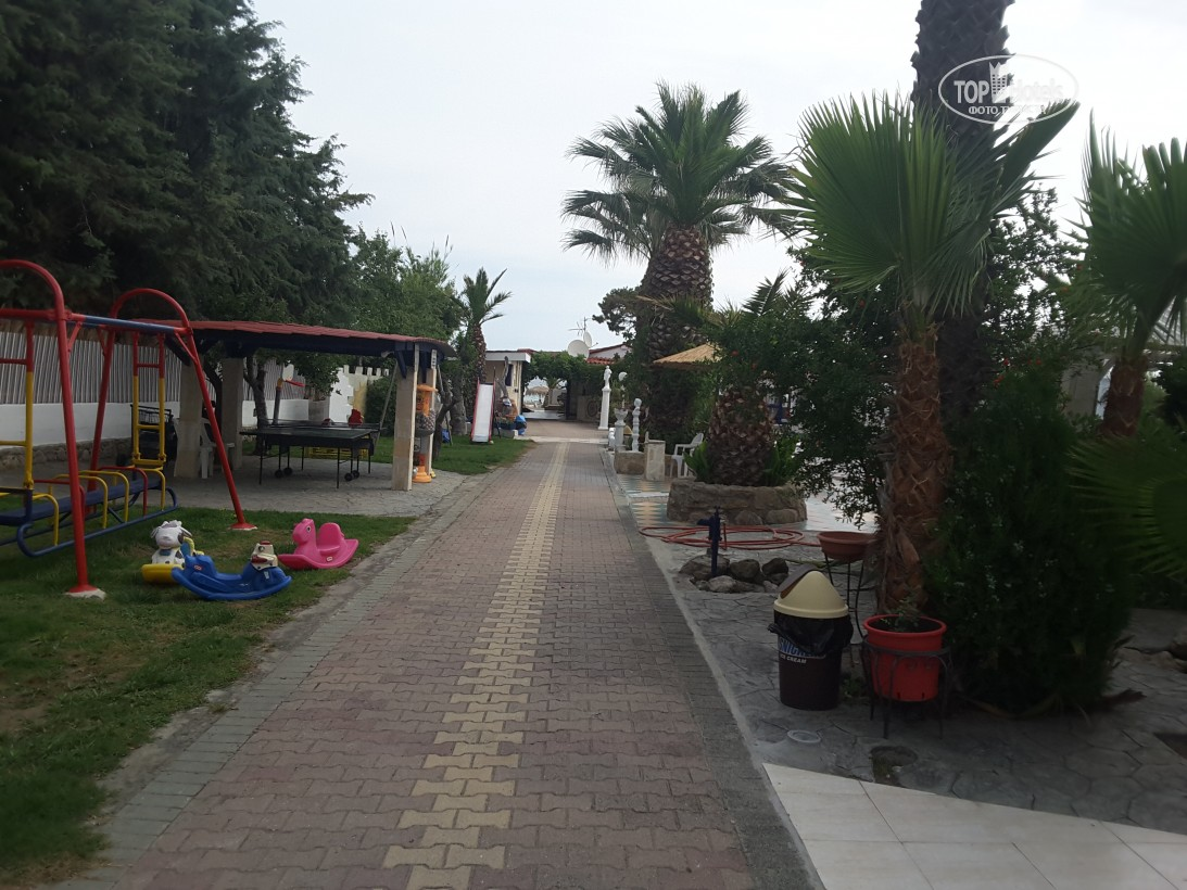Відпочинок в готелі Villa George Hotel Apartments Кассандра