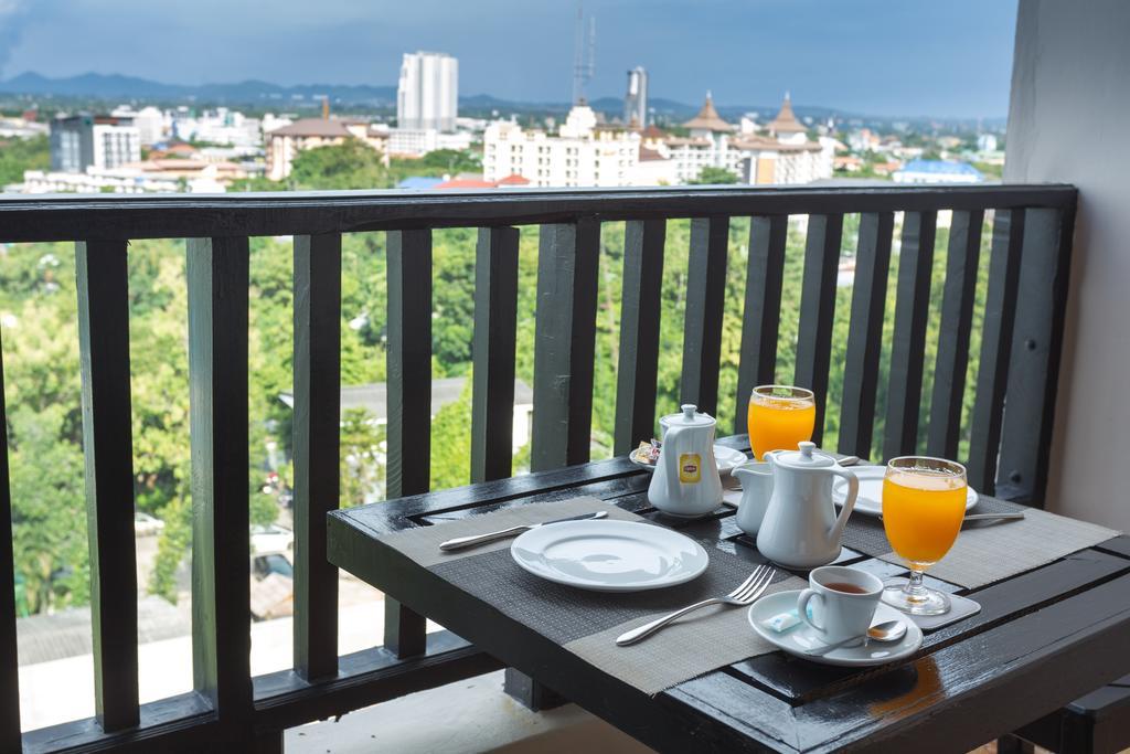 Golden Tulip Essential Pattaya Hotel фото туристов