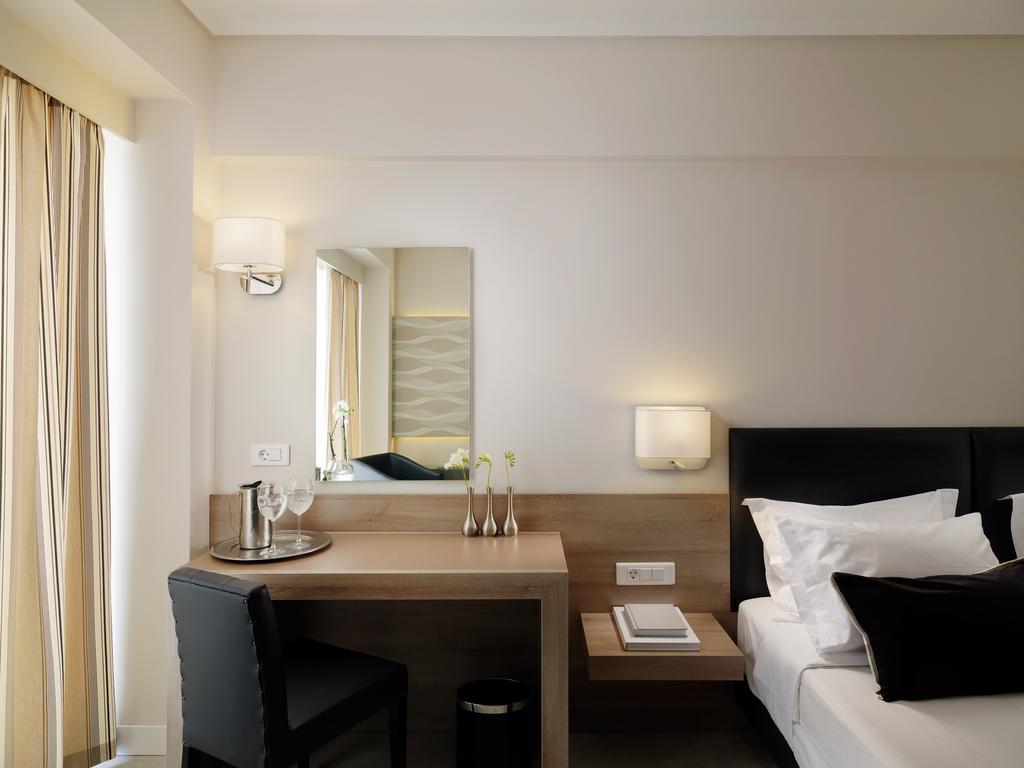 The Stanley Hotel, Афины