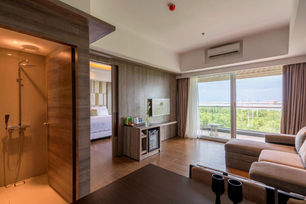 Туры в отель The Crystal Luxury Bay Resort Нуса-Дуа Индонезия