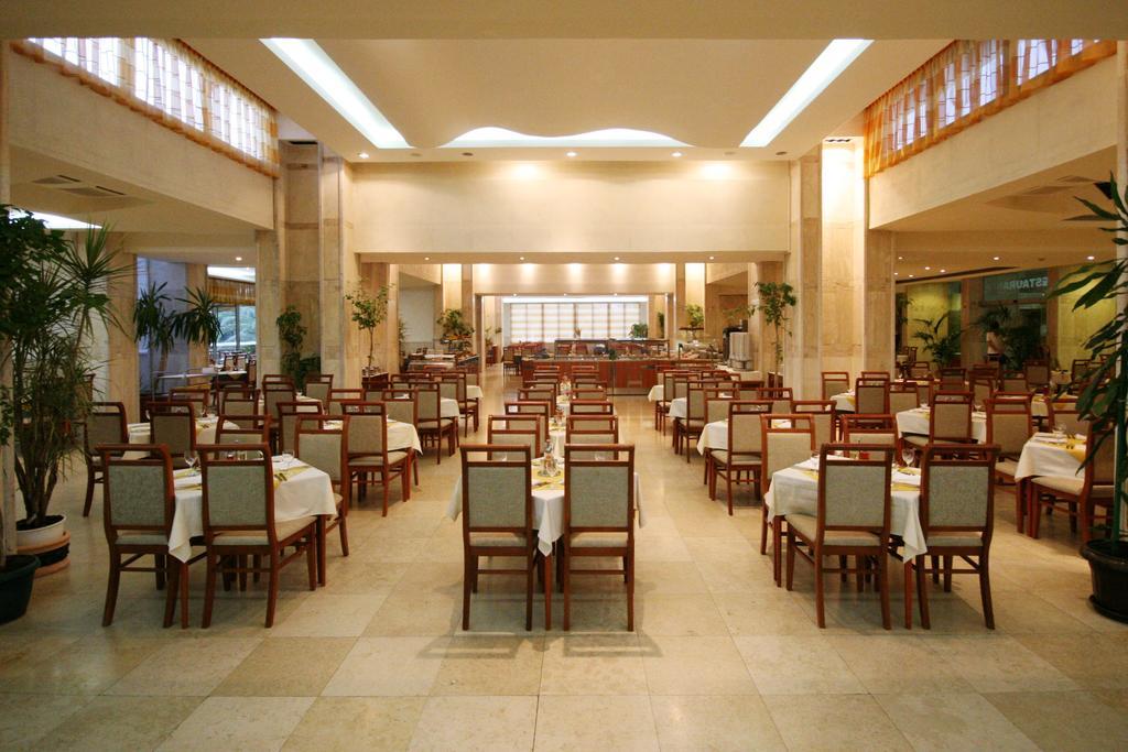 Mediteran Becici Hotel, Бечичи