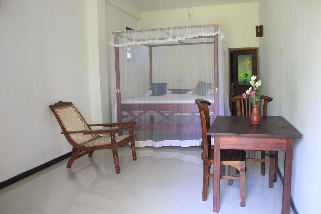 Tropicana Guesthouse Unawatuna, Унаватуна, фотографии туров
