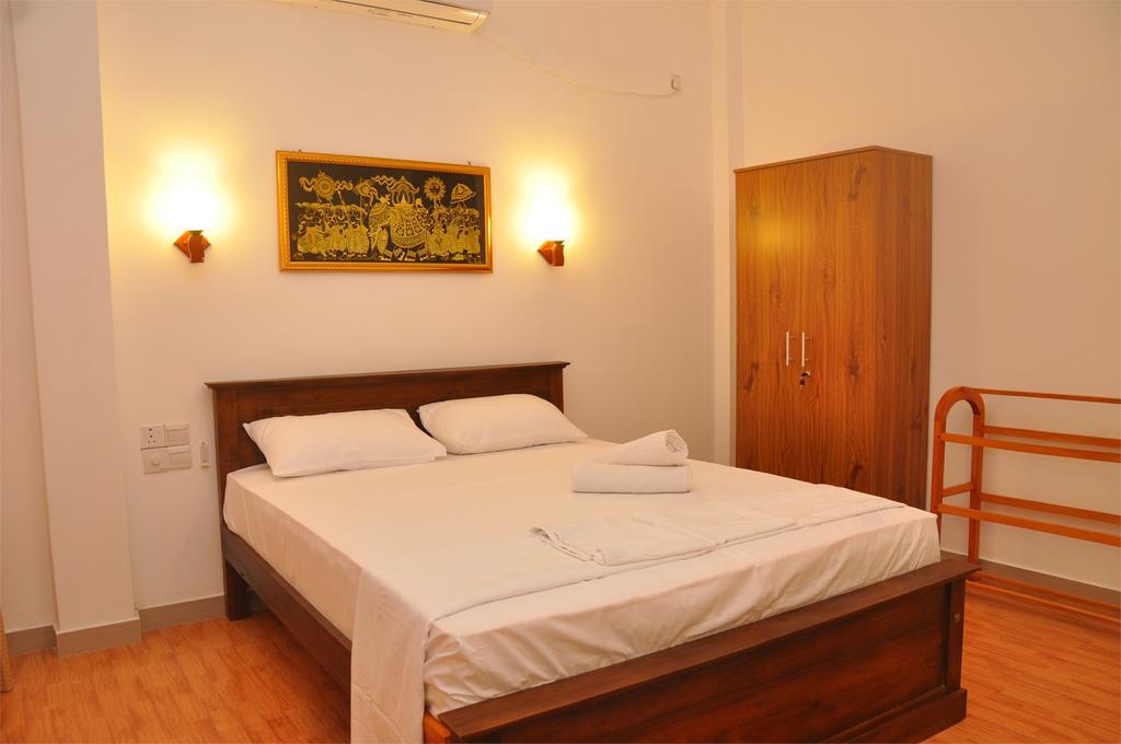 Цены в отеле Ritz Gate Kalutara