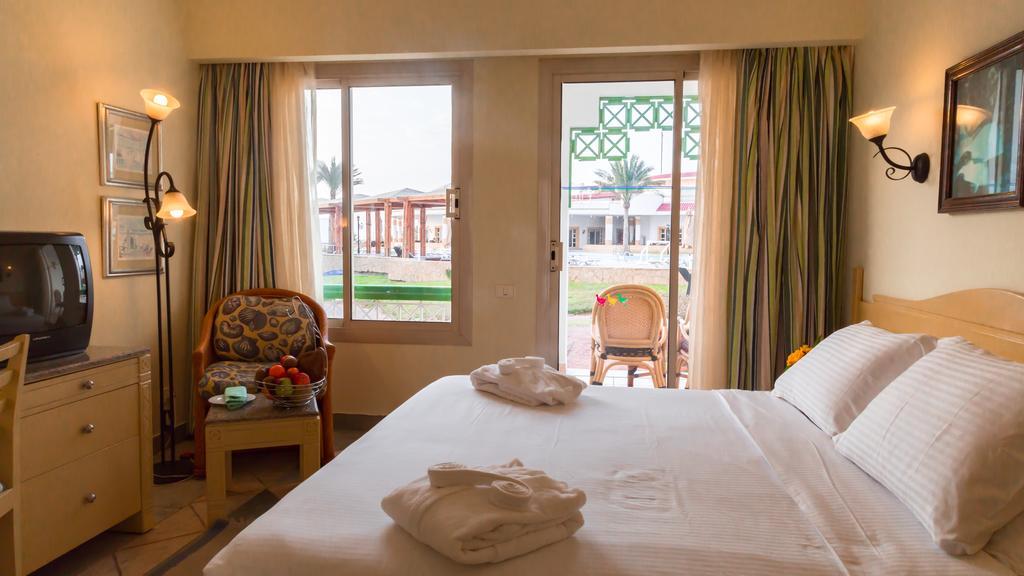 Відгуки туристів Coral Beach Resort Tiran