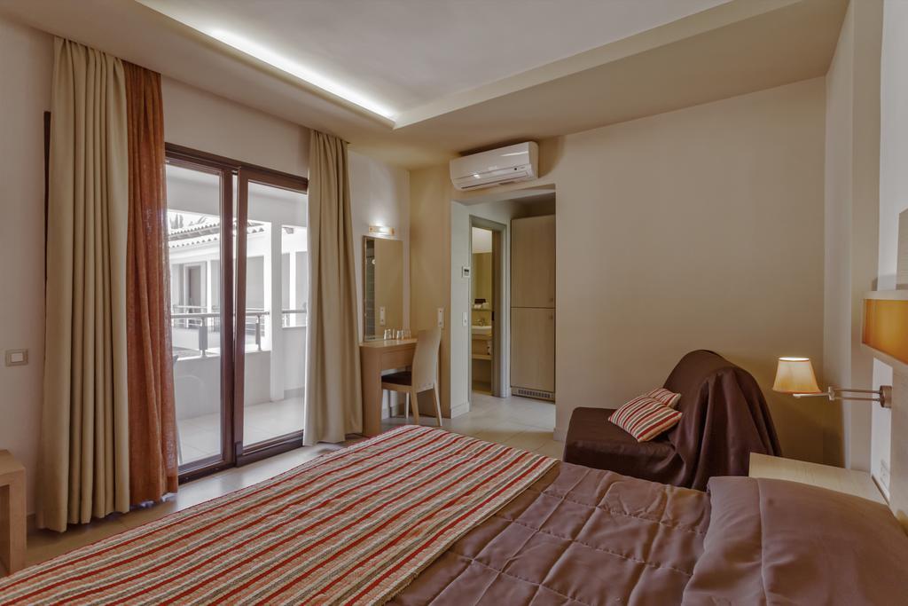 Lagomandra Beach Hotel ціна