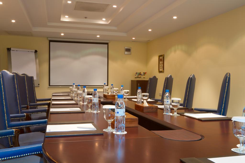 Radisson Blu Resort Sharjah, Шарджа ціни