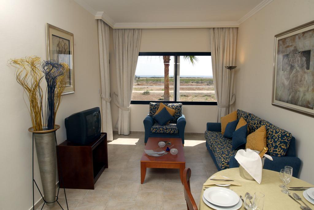 Отдых в отеле Panareti Coral Bay Hotel Пафос Кипр