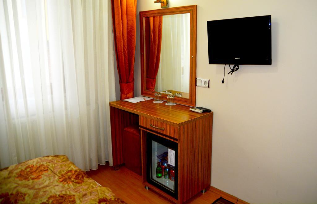May Hotel, 3