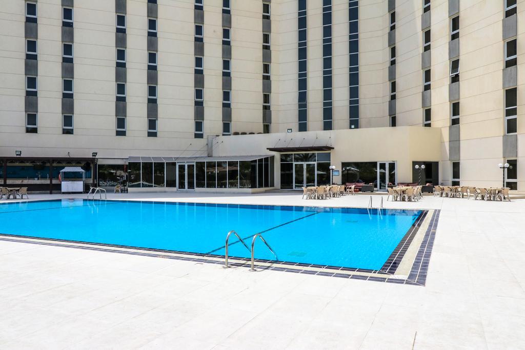 Отель, Acacia Hotel