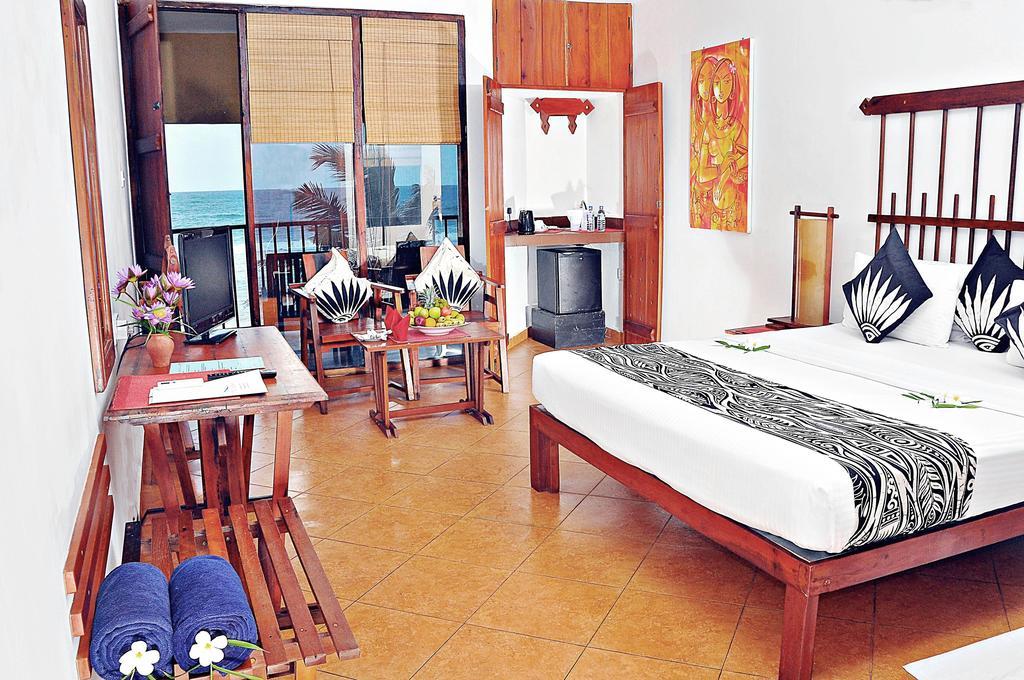 Гарячі тури в готель The Long Beach Resort Коггала Шрі-Ланка